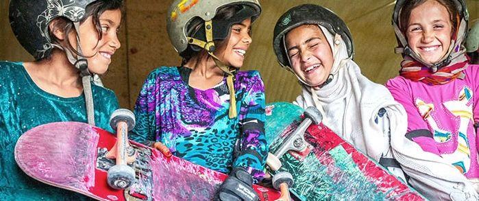 Skateistan, las niñas se suben al skate en Afganistán
